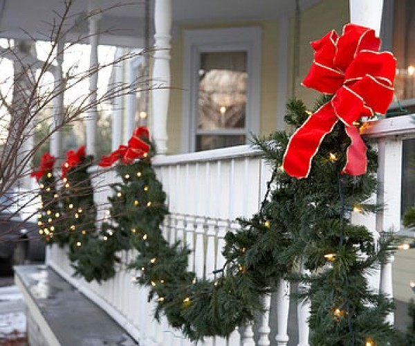 25 Great Porch Christmas Decorations For The Holidays