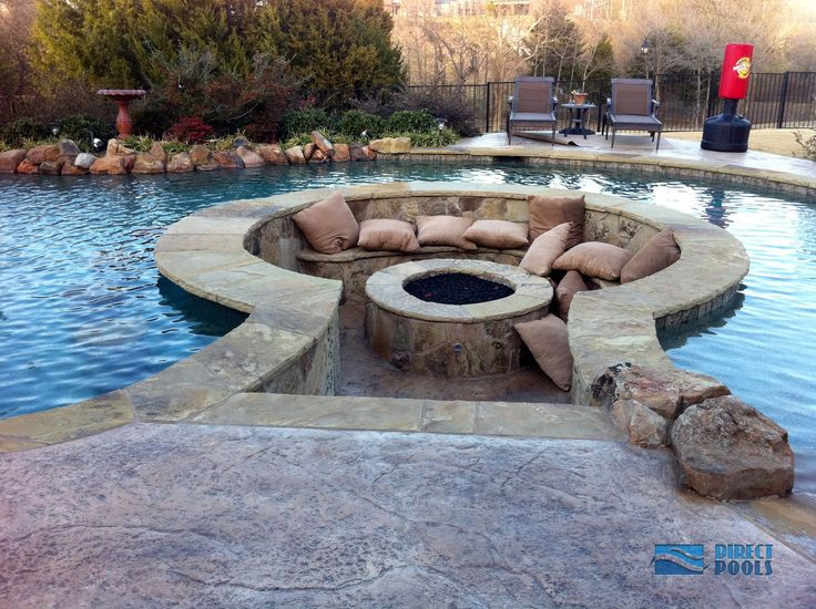 Circular Deck Seating by the Pool Ideas
